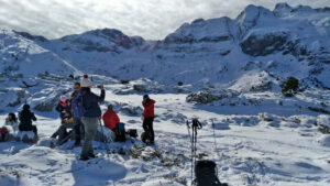 Paseos con raquetas de nieve en Canfranc. Descubriremos y disfrutaremos de la naturaleza y la nieve con total seguridad.
